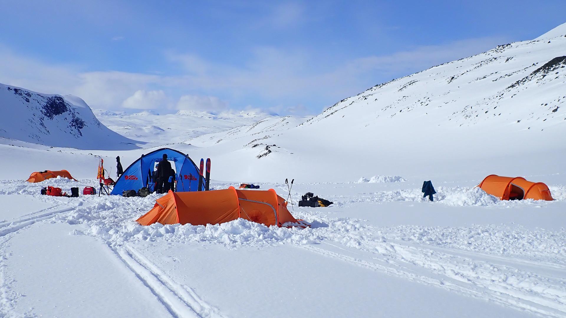 Basecamb_tents